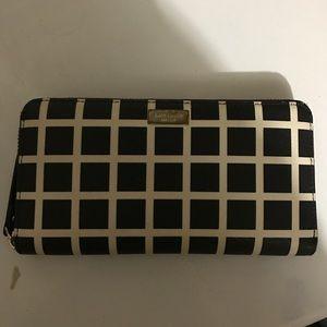 Kate Spade Wallet (Neda Laurel Way Printed Check)